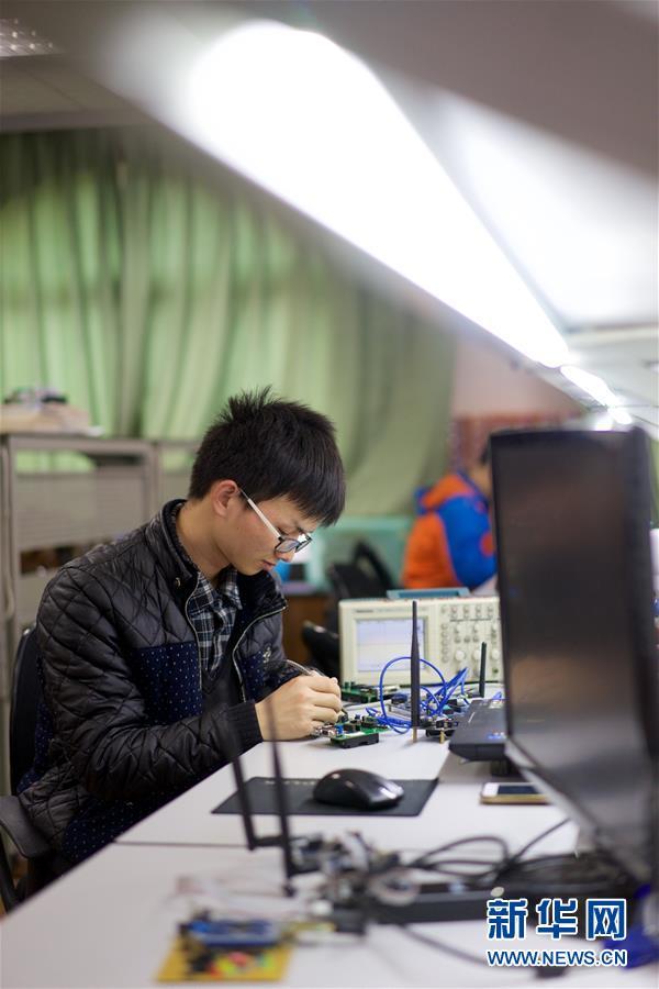 """(图片故事)(6)张海强:大学生""""发明家"""""""